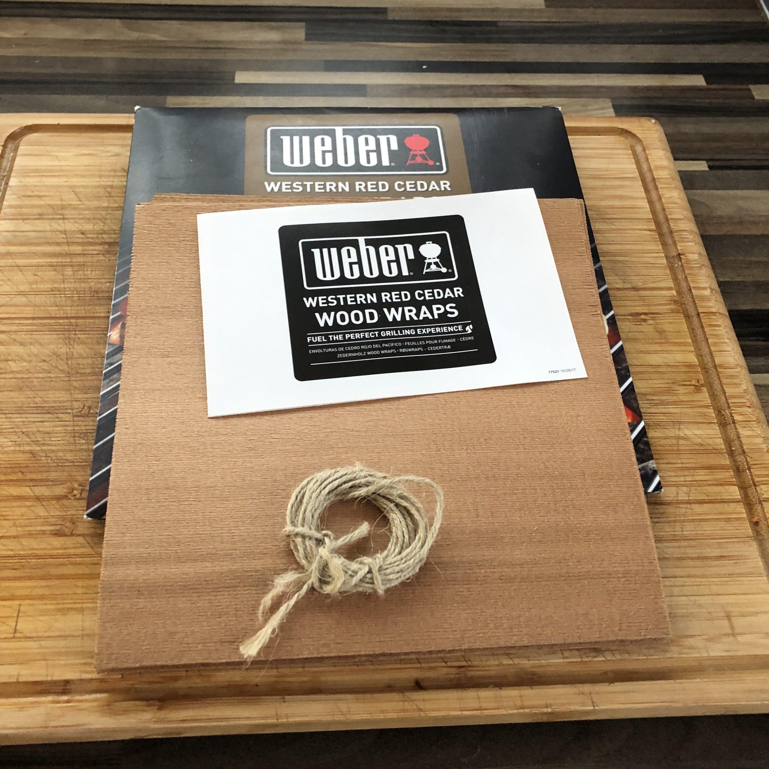Weber Western Red Cedar Wood Wraps ausgepackt.